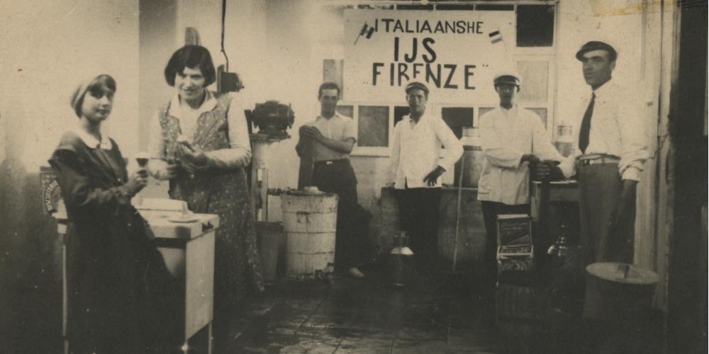 Boek 1001 Italianen van Daniela Tasca