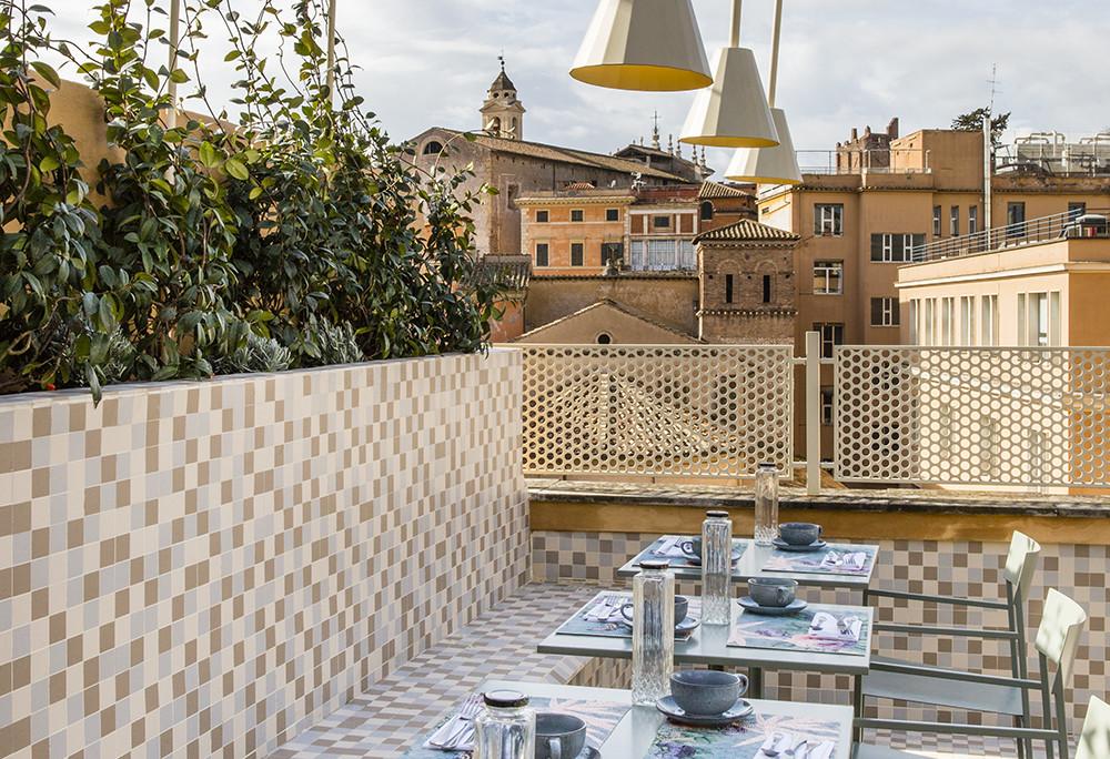 Het dakterras van boutique hotel Condominio Monti in Rome