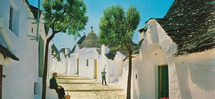 Alberobello in Puglia, Zuid-Italië, op een oude ansichtkaart
