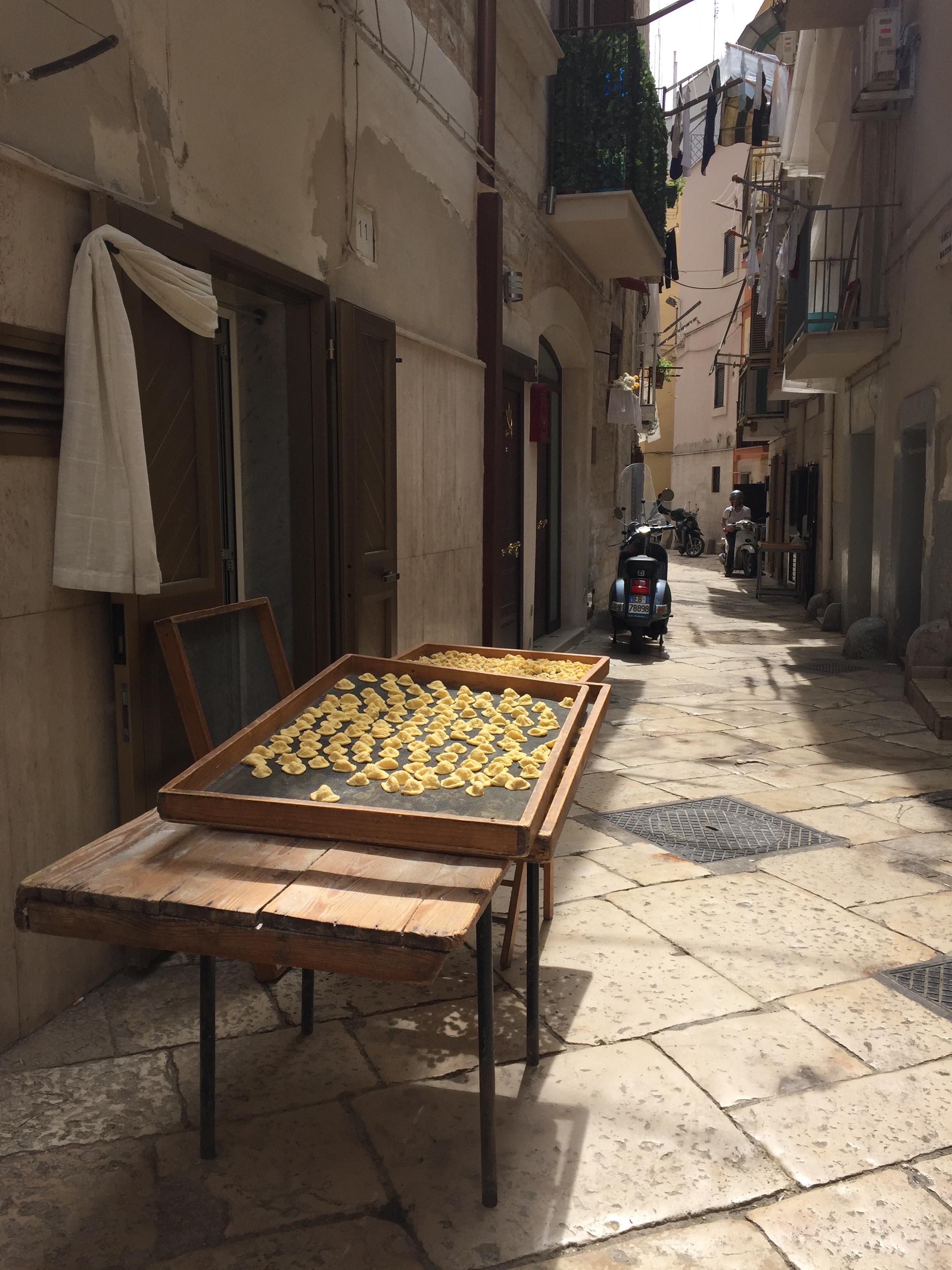 Het orecchiette-straatje in Bari, Puglia