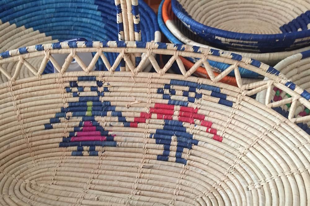 De 'ballo sardo' is een traditioneel motief voor de gevlochten manden