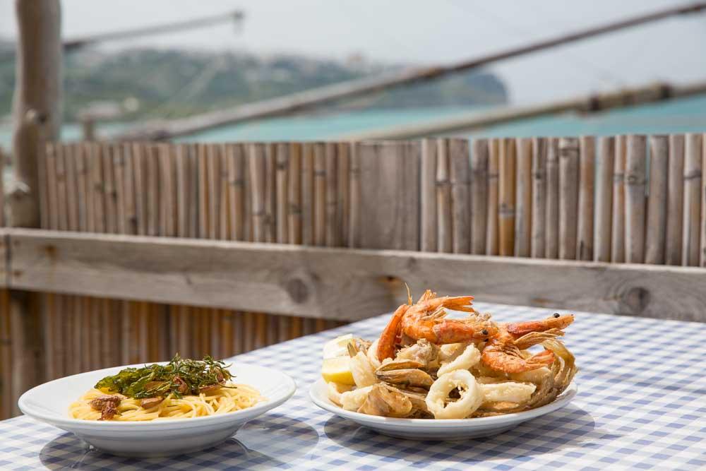 Vis eten bij een trabucco in Puglia