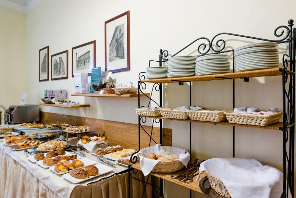 De ontbijtzaal van Hotel Centrale