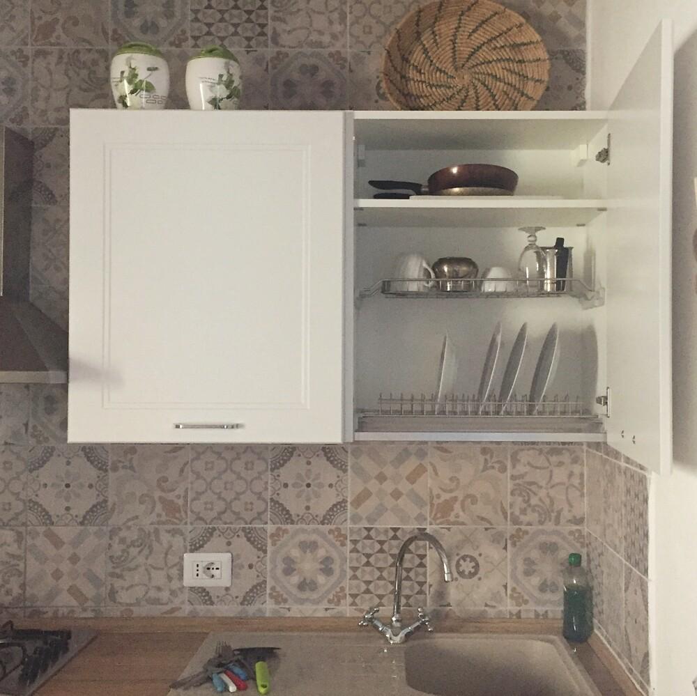 Gewoontes bij Italianen thuis – een afdruiprek in het keukenkastje