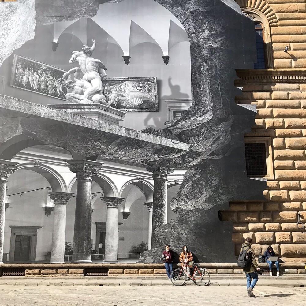 La Ferita van JR op het Palazzo Strozzi in Florence