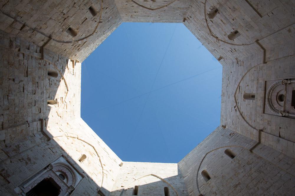Castel del Monte, gezien vanaf de binnenplaats