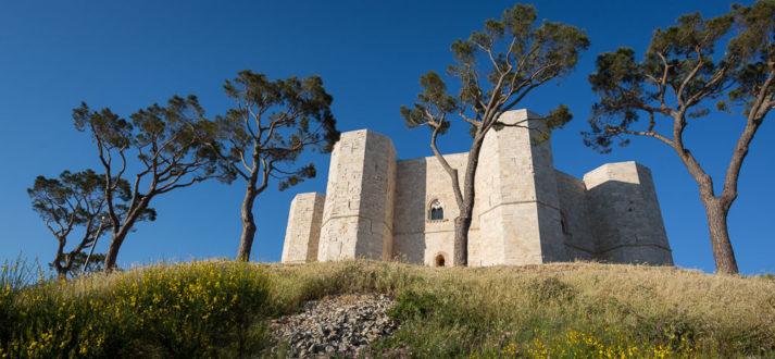 Het Castel del Monte van Federico II in Puglia