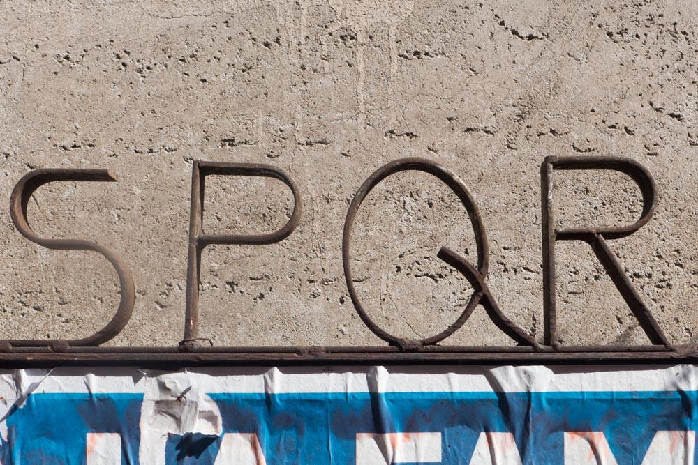 SPQR, opschrift in Rome