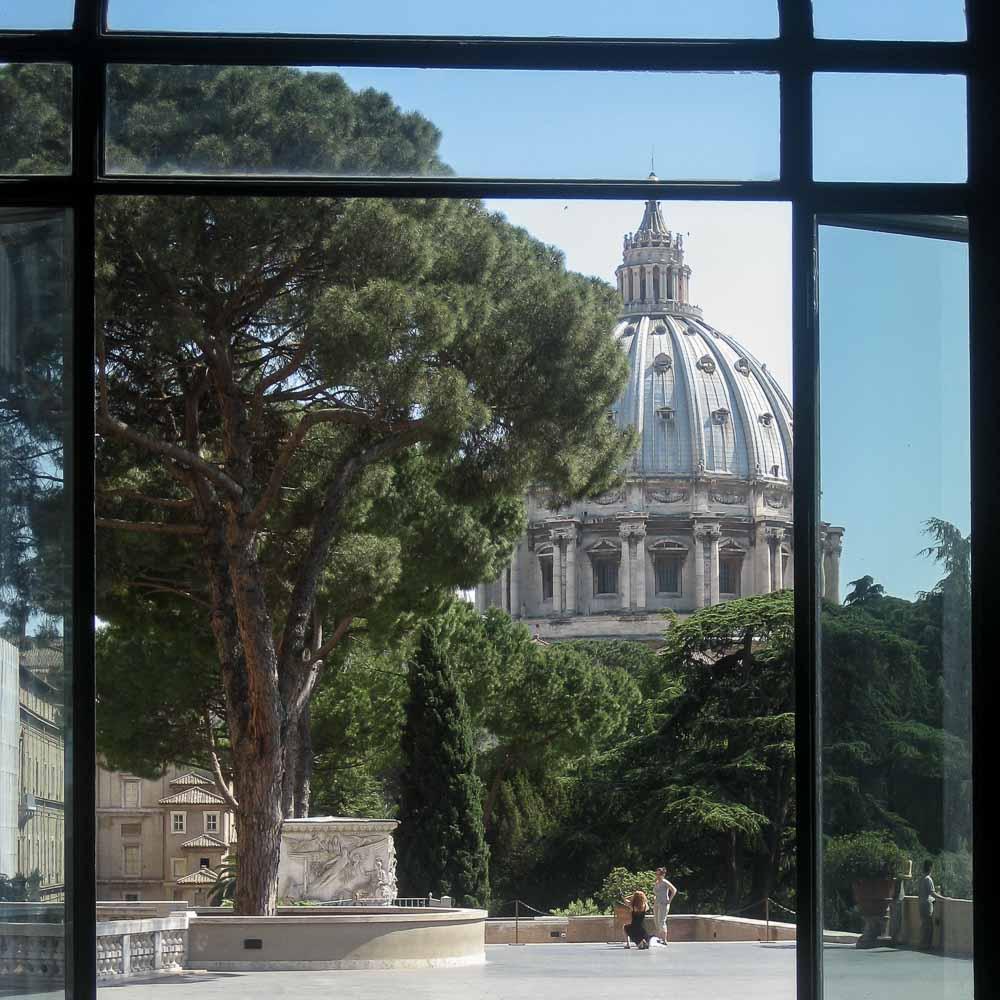 Zicht op de Sint Pieter in Rome