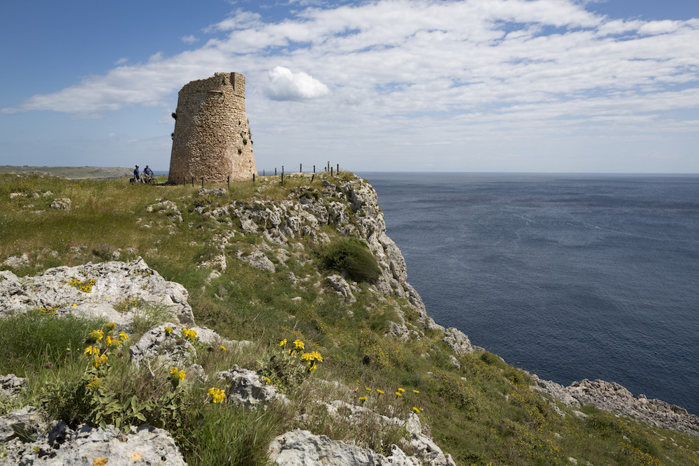 Wachttoren langs de kust van de Salento
