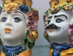 Keramieken koppen op Sicilië