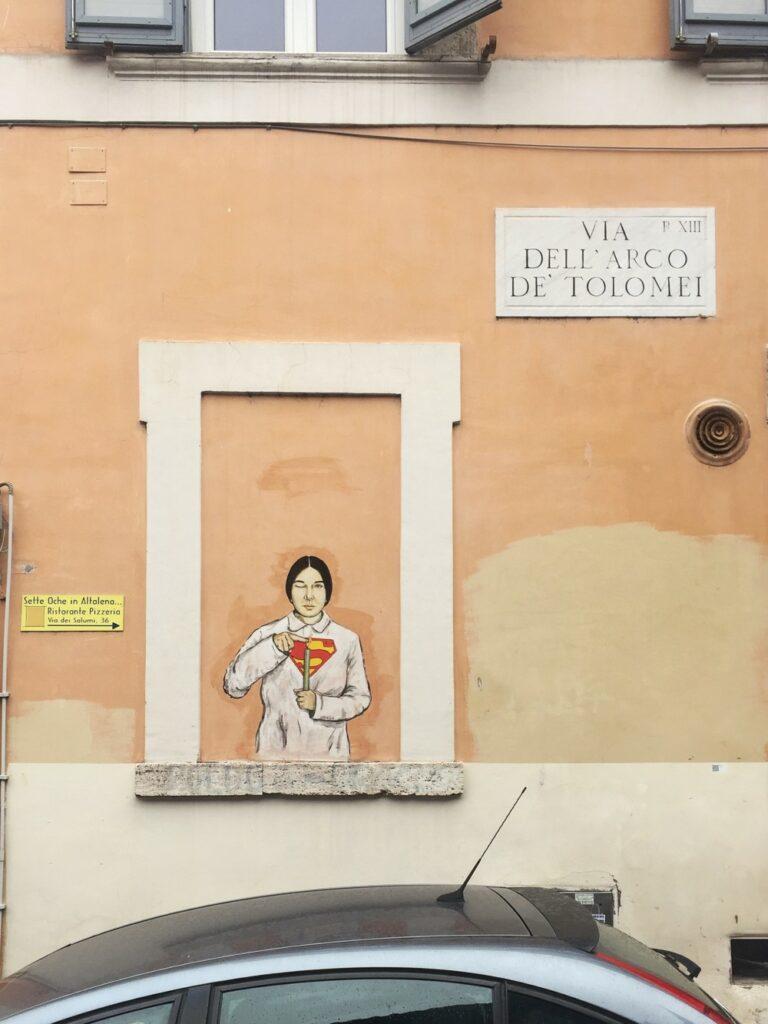Superwoman street art van LeDiesis - Marina Abramovic